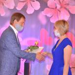 Накануне Дня почты единороссы поздравили ее сотрудников с профессиональным праздником