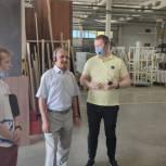 Владимир Шапкин посетил компанию по производству кухонной мебели в Щелкове