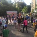 Металлургическое местное отделение партии «Единая Россия» совместно с администрацией района организовали праздник двора, приуроченный ко Дню дружбы