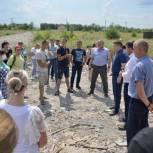 Многодетные семьи из Воробьевки пожаловались депутату Воробьеву на недостроенную дорогу