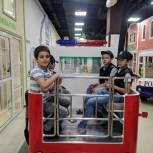 Дети из малоимущих семей посетили развлекательный центр в Грозном