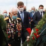 Олег Кожемяко возложил цветы к вечному огню в День памяти и скорби