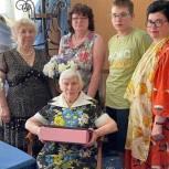 Сергиево-Посадские партийцы поздравили с 90-летием жительницу Хотьково
