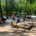 Руководитель Региональной приемной партии принял участие в благоустройстве детских площадок