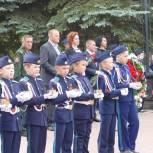 Единороссы Металлургического района возложили цветы к Вечному огню в День памяти и скорби