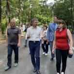 Владимир Жук проверил работы по благоустройству дворов в Ленинском городском округе