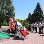 «Единая Россия» и Волонтеры Победы почтили память героев фронта и тыла
