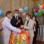 В Первоуральской больнице поздравили мам и новорожденных с Днем защиты детей