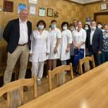 Единороссы Металлургического района поздравили медицинских сотрудников районных больниц с профессиональным праздником
