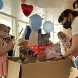 Единороссы передали юным пациентам НМИЦ онкологии им. Н. Н. Блохина более 500 подарков