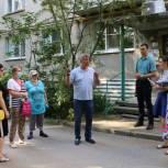 Александр Сидоров контролирует благоустройство площадки «Спортивные Речники»