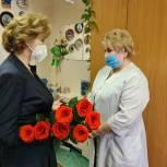 Единороссы Ноябрьска приняли участие в акции «Медик – родной мой человек»