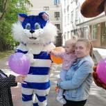 Единороссы поздравили маленьких пациентов детской поликлиники № 94