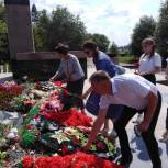 Копейчане зажгли свечи в знак благодарности за подвиг и мужество солдат, погибших на полях сражений