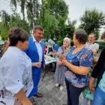 Евгений Китаев помог горожанам отпраздновать День России