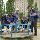 Вадим Супиков помог в ремонте детской площадки