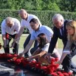 Депутаты областной Думы приняли участие в мероприятиях, посвящённых Дню памяти и скорби