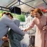 Единороссы  передали детям из многодетных семей 11 подарков