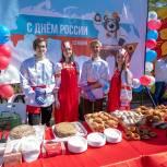 Активисты партии на Дальнем Востоке поздравили жителей с Днем России