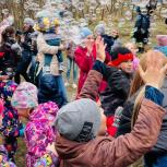 Детский праздник организовал  Александр Вахов