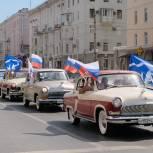 12 июня партия «Единая Россия» и «Молодая Гвардия» в Прикамье организовали автопробег и флешмоб