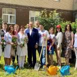 В Солнечногорске высадили жасмин в благодарность за работу медиков