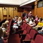 При поддержке «Единой России» дети с ограниченными возможностями здоровья посетили театр кукол
