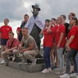 По инициативе «Единой России» состоялся флешмоб медиков у памятника Антону Чехову в Томске