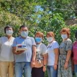Ики-Бурульские единороссы поздравили с днем социального работника