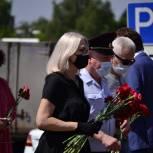 Ирина Белых возложила цветы к местам боевой славы в Зеленограде