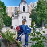 Единороссы района Ново-Переделкино благоустроили территорию храма