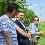 Денис Сазонтов контролирует качество работ на Бульваре Металлургов