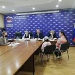Борис Хохряков провел тематический прием граждан по вопросам материнства и детства