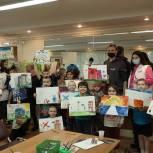 Молодогвардейцы Москвы передали подарки воспитанникам Центра поддержки семьи и детства «Зюзино»