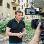 Депутат Госдумы Сергей Пахомов проверил ход работ по установке деревянных перегородок в расселенных домах в Пушкино