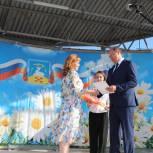 Увельские единороссы поздравили земляков с Днем России и с Днем района