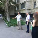 Александр Удалов взял на контроль вопросы благоустройства одного из дворов Волжского района Саратова