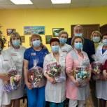 Надымские единороссы поздравили медиков с профессиональным праздником