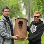 Игорь Бускин подарил парку «Торфянка» два домика для белок