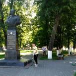 Новозыбковские единороссы провели благоустройство мемориалов Великой Отечественной войны