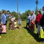 В Новгородской области многодетным семьям вручили планшеты
