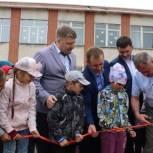 В Омском районе в рамках партпроекта «Здоровое и сильное поколение» появилась первая детская площадка