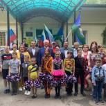 Партийцы поприветствовали участников выставки детского рисунка «Рисуем Россию»