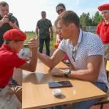 Александр Легков вручил новые мундиры молодым патриотам Сергиево-Посадского городского округа