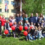 Псковские единороссы передали мебель Центру помощи детям, оставшимся без попечения родителей