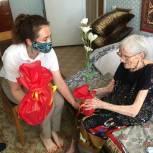 В День памяти и скорби Юлия Литневская навестила ветерана Елену Власову, прошедшую всю войну старшей операционной сестрой