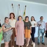 Екатерина Мухина вручила ключи от квартир детям-сиротам в Александро-Невском районе
