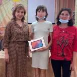 Школьникам из Томской и Ростовской областей подарили планшеты