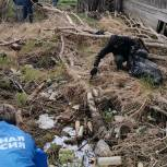 Единороссы убрали несанкционированную свалку в одном из районов Лабытнанги