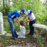 Волонтеры и активисты «Единой России» провели субботник на местах захоронений участников войны